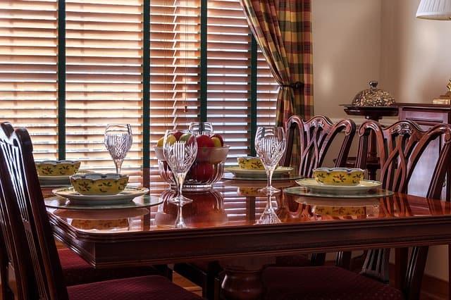 хубава трапезна маса
